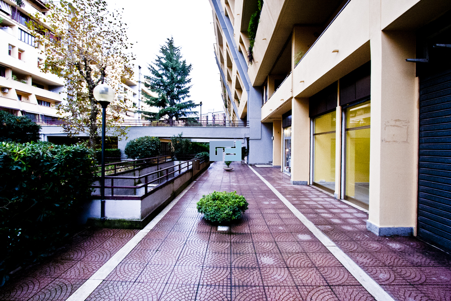 Negozio roma affitto gefes immobiliare for Affitto uffici zona eur