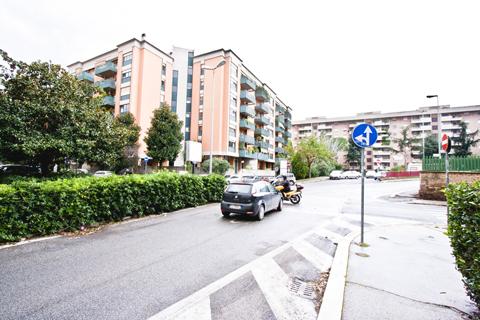 Negozio a reddito roma vendita for Affitto studio eur