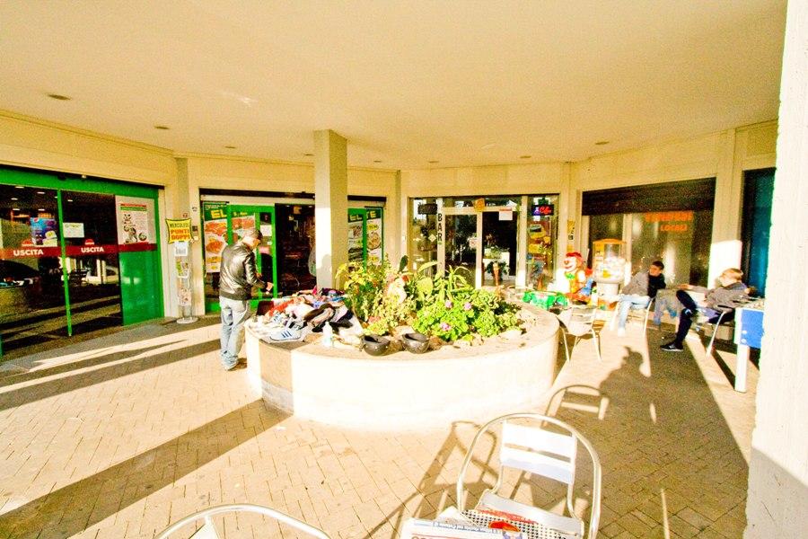 Locale commerciale a santa marinella 300 mq in affitto for Locali commerciali a roma in affitto