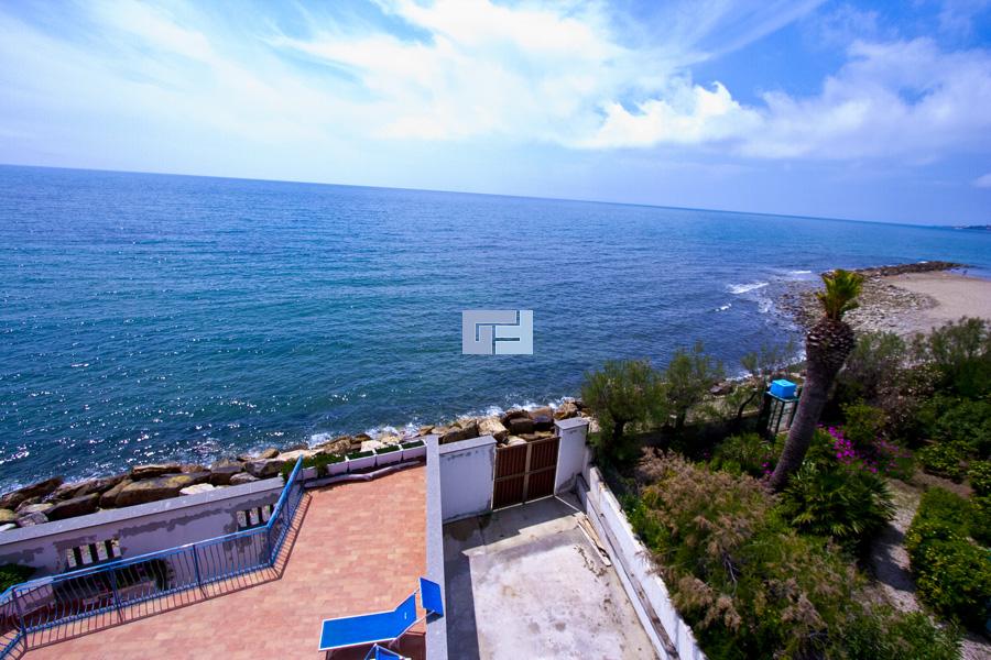 Villa sulla costa tirrenica in lazio in vendita for Piani casa sulla spiaggia