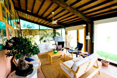 Villa umbria vendita terni for Proiettato in veranda con camino